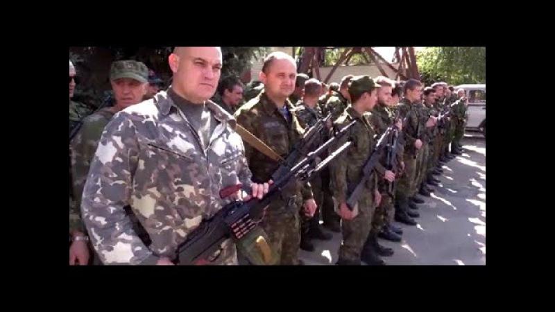 УКРАИНА Добровольцы из Румынии приняли присягу на верность Новороссии ЛНР ДН...
