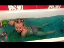 Развлечение для детей! Купаемся в ванной с шаром Баффи Купаем фиксиков и т.д.
