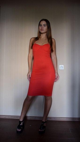 Восхитительное платье ярко алого цвета! Честно говоря, я с некоторым