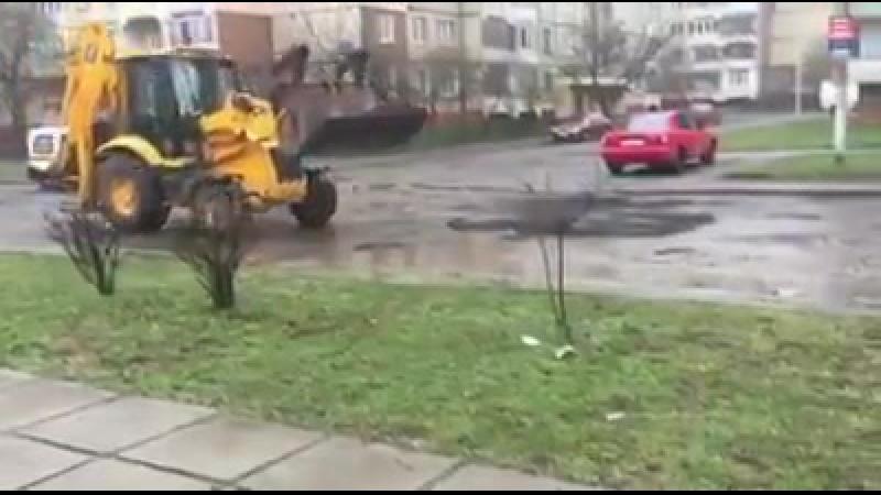 Ямковий ремонт у Львові на вул. Соняшниковій. На так званий ямковий ремонт доріг в цьому році виділено близько 2,5-3 мільярдів г