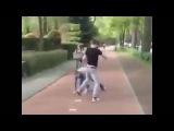 Уличная драка - Столкнули девушку с велосипеда