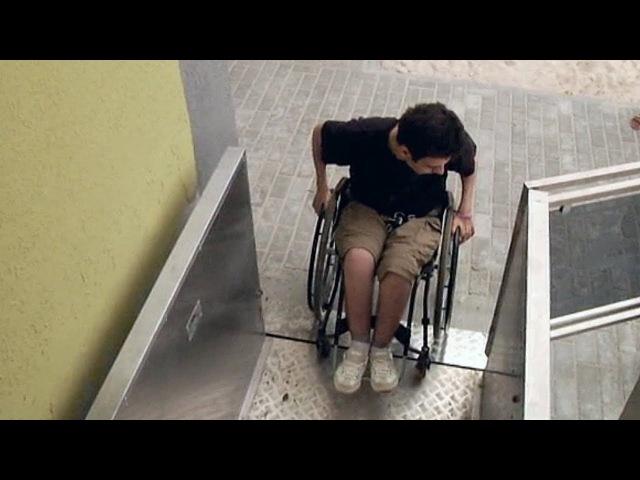 У Берасці пабудавалі пад'ёмнікі, якія могуць забіць | Пандусы для инвалидов в Бресте