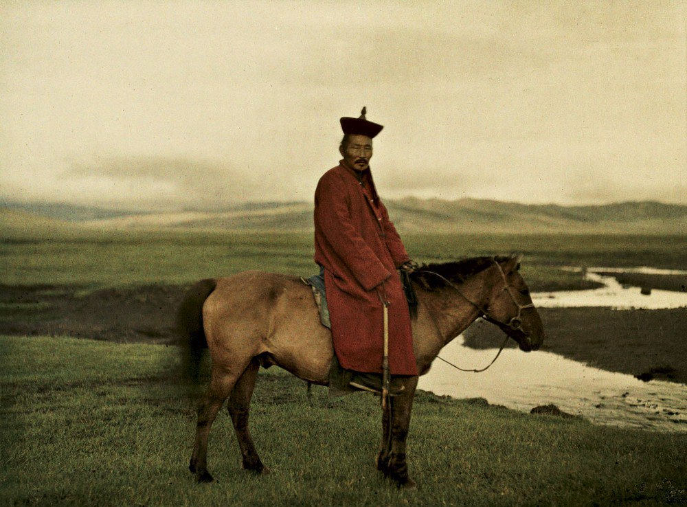 Монголия, недалеко от г. Улан-Батор (буддийский лама), 1913. © Музей Альберта Кана