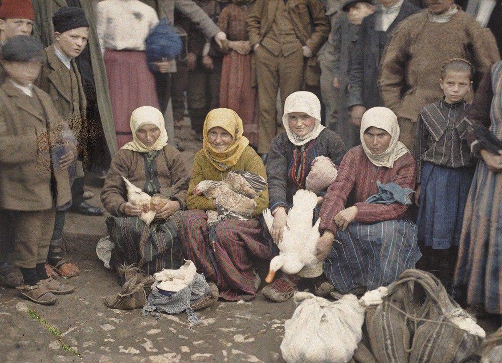 Сербия, г. Крушевац (на рынке), 1913. © Музей Альберта Кана