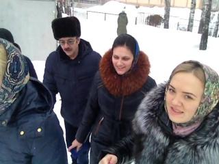 Идём счастливые после экзамена по истории)) И наконец-то вместе!=)