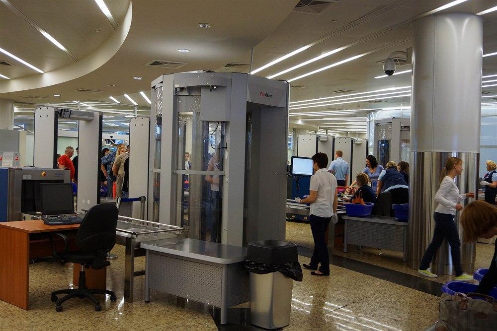 Пассажира рейса Москва-Томск сняли с самолета из-за шутки о бомбе