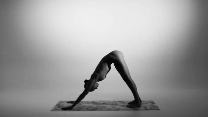 Обнаженная Йога Nude Yoga