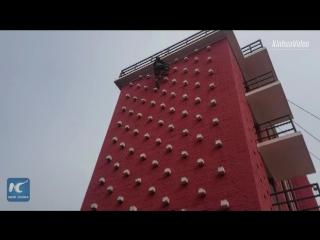 Не нужно быть Человеком-пауком, чтобы забраться на 5-этажное здание за 10 секунд