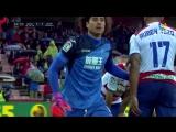 Paradn de Ochoa al despejar un disparo de Guilherme - YouTube -LaLiga Santander