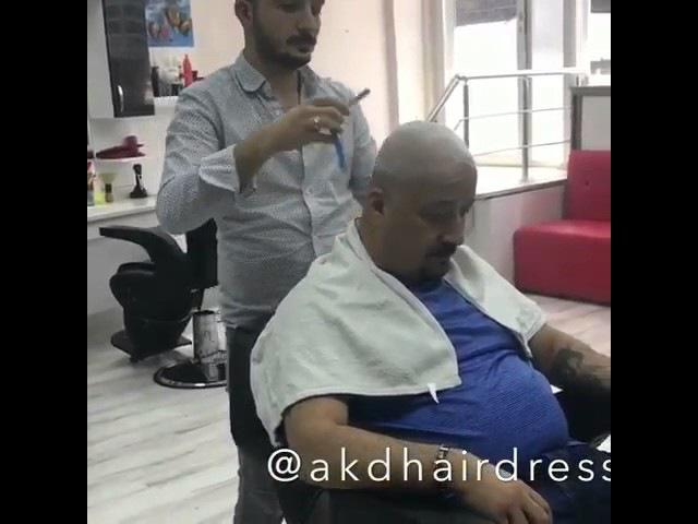 Мужик очень сильно напугал парикмахера