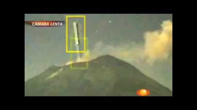 Нло в форме сигары влетает в вулкан