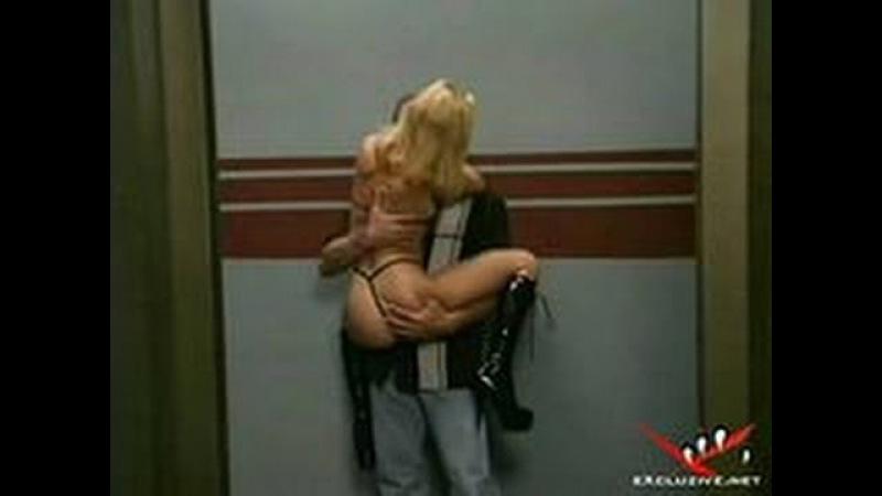 Секс в лифте! Облом! Прикол;))