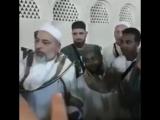 Шейх Мухьаммад Аслан говорит что этот брат ( рядом ) узнал ( понял)  по их лицам что они из Джама1ата Шейха 1Абдуллаhа رحمه الله