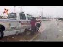 Тележурналистка спасла тонущего дальнобойщика в прямом эфире