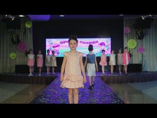 Показ коллекции одежды от магазина Дочки-Сыночки c участием группы Little models.