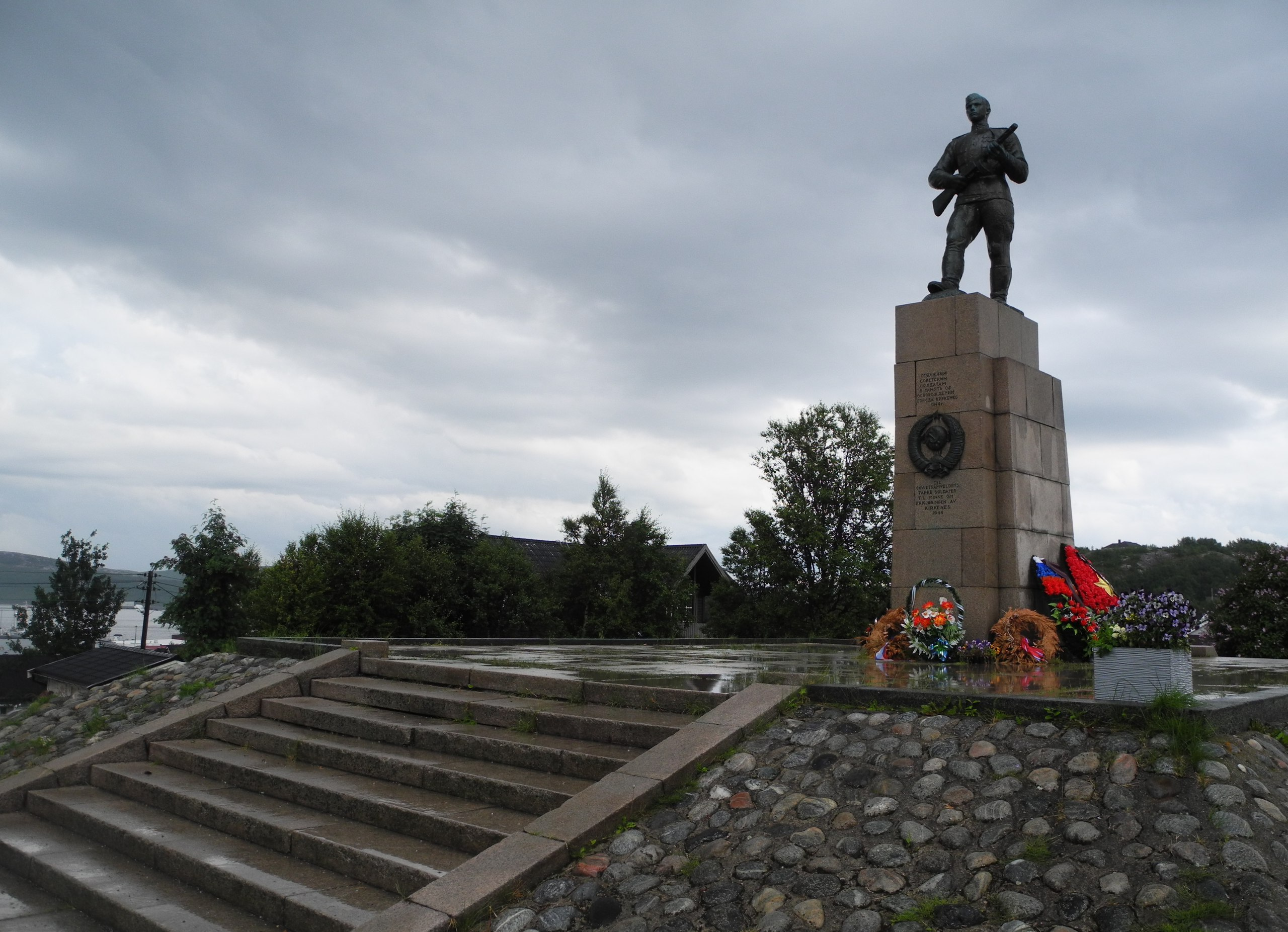 киркинес памятник советским солдатам
