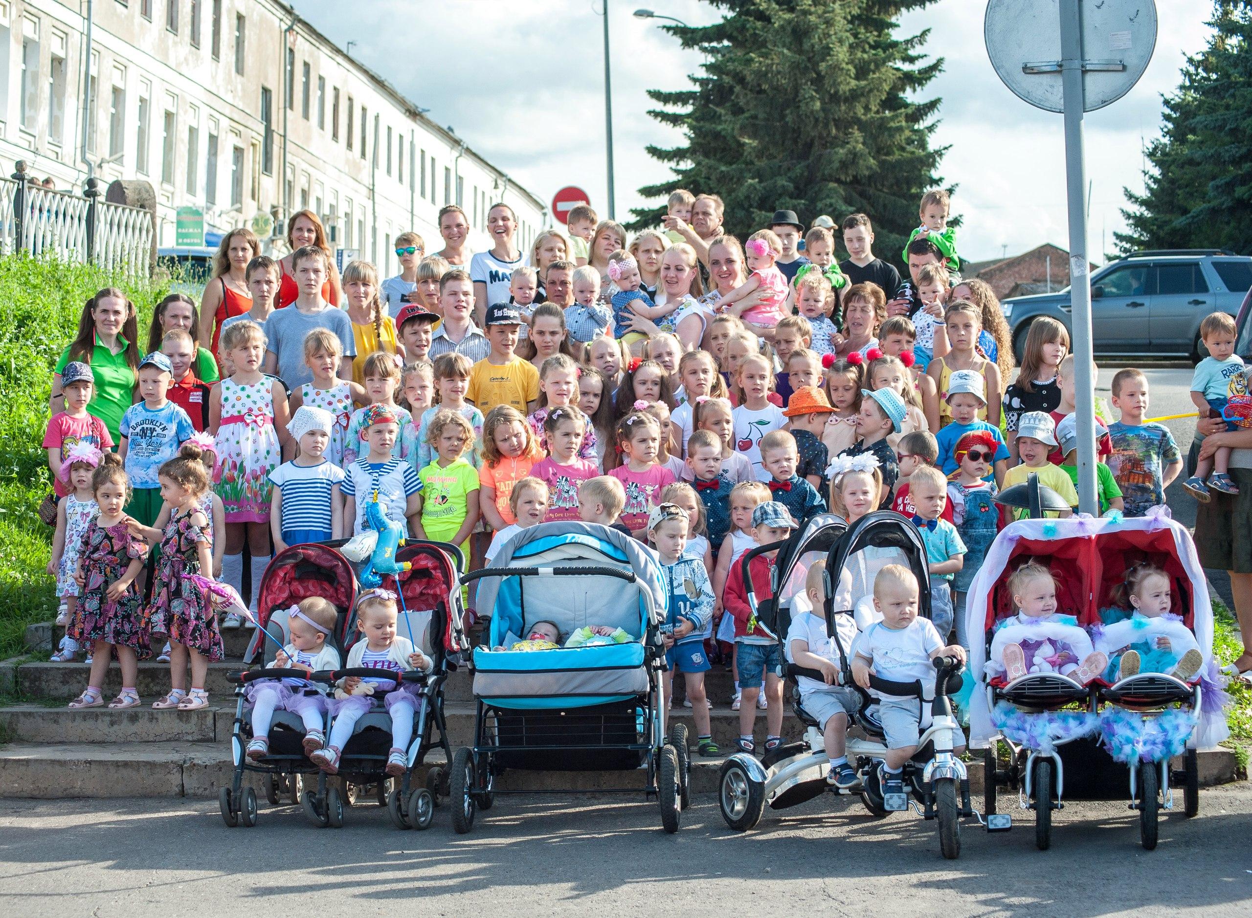 В Рыбинске прошёл первый фестиваль близнецов. Лучшие фото по версии «Черёмухи»