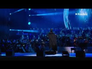 Дарт Вейдер дирижирует оркестром в Казахстане