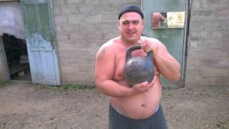 Я на разминке гиря 24 кг,жим 40 раз ! Мне 43 года.25.10.2016.
