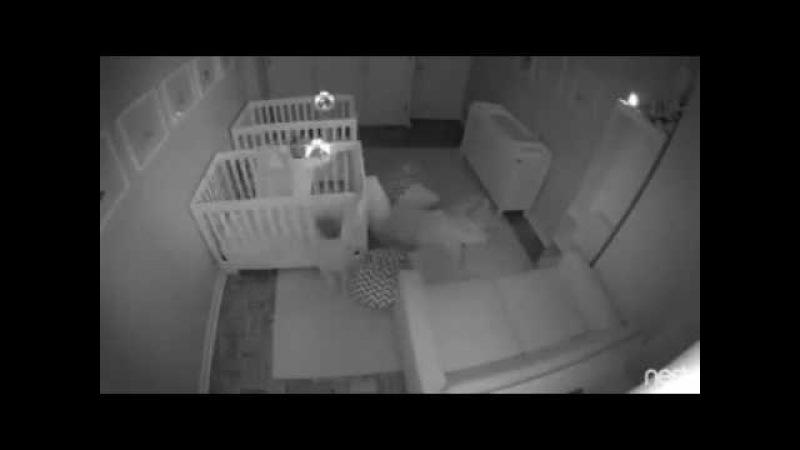 Уморительно! Двухлетние близнецы не хотят ложиться спать