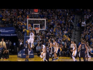 Andre Iguodala Goes Up for the Reverse Alley-Oop | 01.06.17