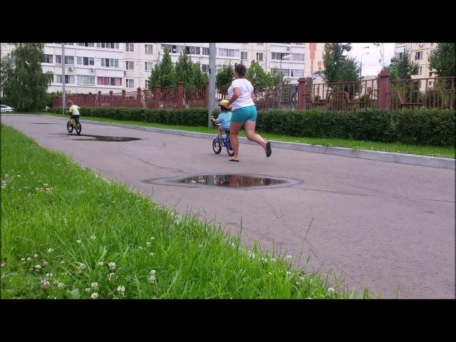 Андрейка на велосипеде