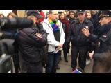 Полиция задержала участника ЛГБТ-акции в Петербурге и не дала ему лечь в гроб / Росбалт