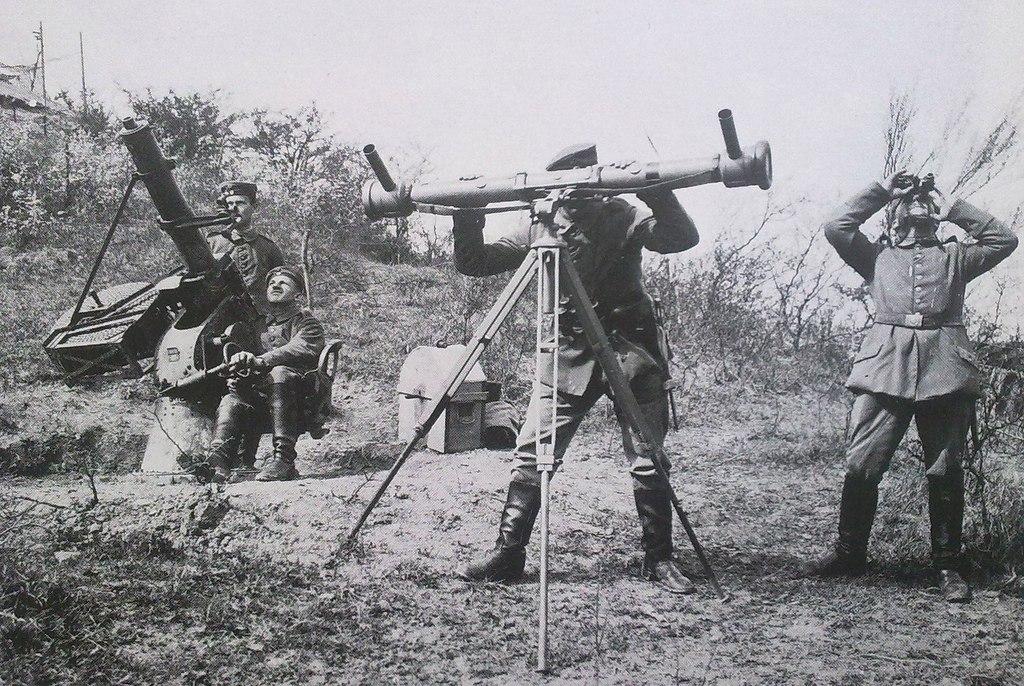 Немецкий зенитный расчет с дальномером, 1915г