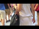 Подглядывание под белую юбку