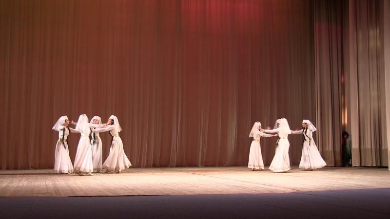 Народный ансамбль Украины Hayreniq танец Мокац Арснер