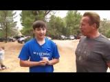 Арни осуществил мечту 15-летнего поклонника, страдающего кистозным фиброзом, покатав его в своем танке
