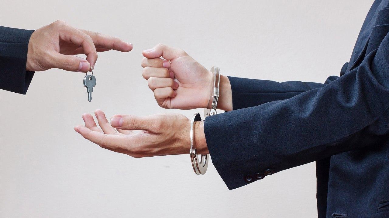 Группа «черных» риелторов из Северска получила сроки за обман клиентов на 13 млн.