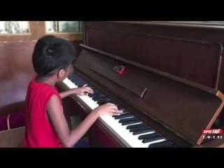 Вундеркинд из Индии исполняет композицию Шопена «Фантазия-экспромт»