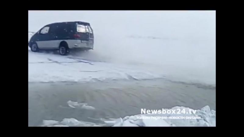 Делика Макквин прыгает через трещину во льду (Круть!)