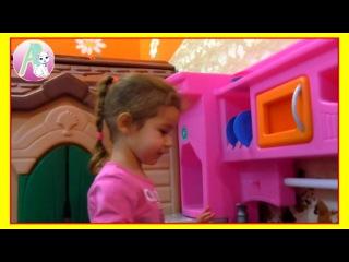 Играем детской кухней готовим ананас и арбуз кормим пупсика Идем смотреть новог...