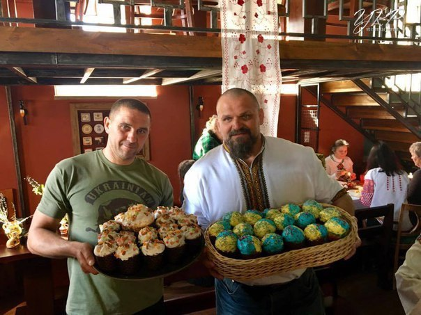 В Днепре волонтеры передали пасхи украинским военным на передовую и в госпитали - Цензор.НЕТ 7057