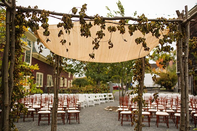 Красивая осенняя свадьба (24 фото)