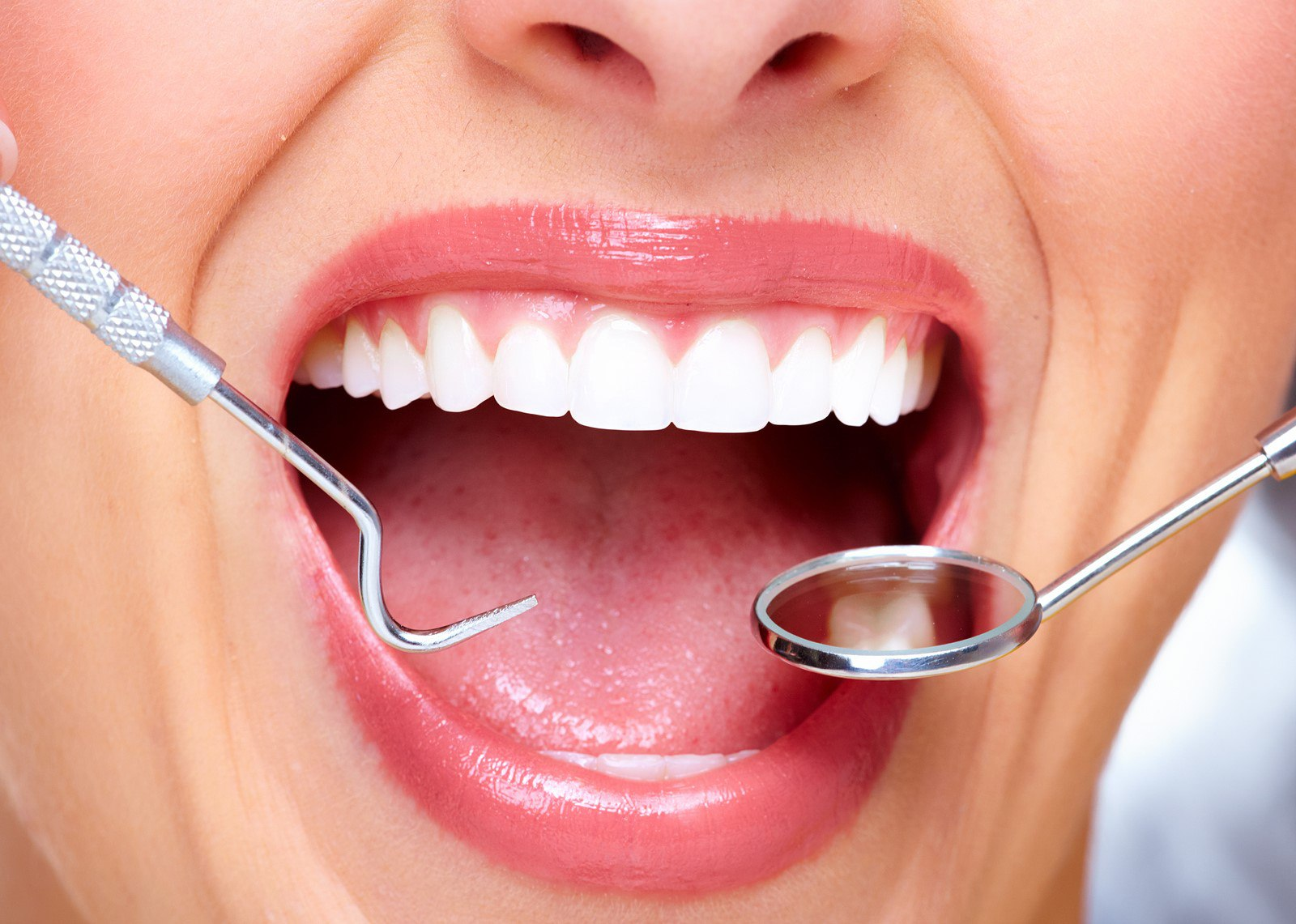 Косметический стоматолог: улучшайте зубы для прекрасной улыбки