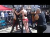 Pretty girl pleasures BDSM WHIPPING _FOLSMFAIR (Порка Фолсом ярмарке, Сан-Франциско.)
