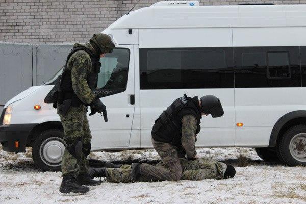 Под Таганрогом полицейские задержали подозреваемых в совершении особо тяжкого преступления