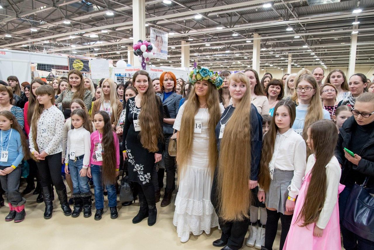 81 участница и 63 метра волос: первый областной конкурс «Коса Дона 2017» открыл выставку «Шарм» в «ДонЭкспоцентре»