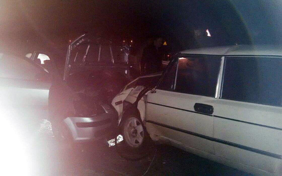 На выходных на трассе «Ростов-Таганрог» лоб в лоб столкнулись «ВАЗ-21063» и Hyundai Getz