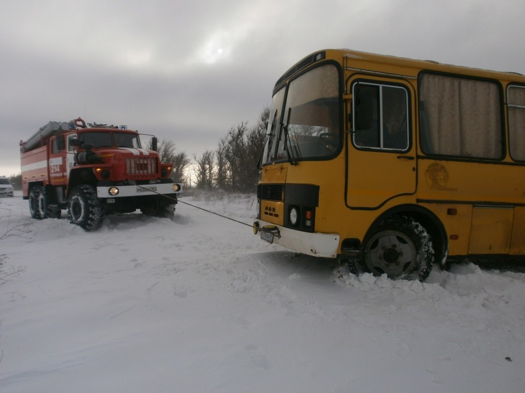 В Ростовской области из снежного плена спасено 28 человек (8 авто + автобус)