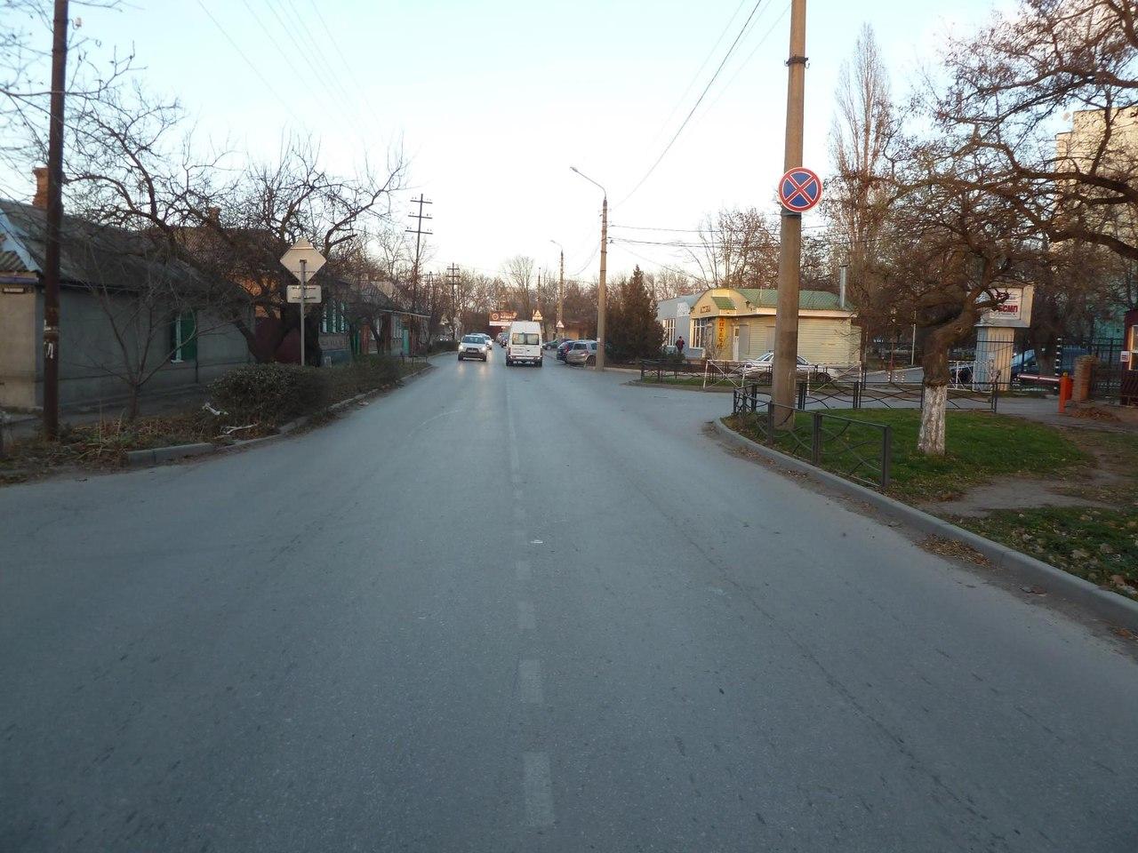 В Таганроге в результате столкновения трех автомобилей в районе ГБСМП пострадал человек