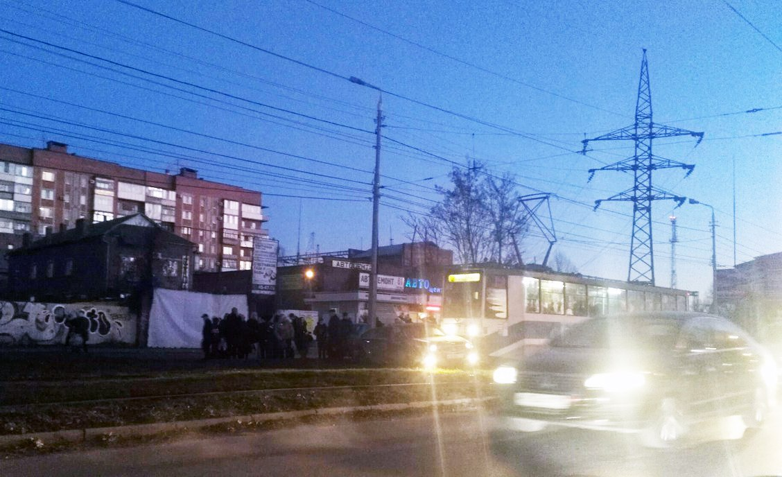 В Таганроге очередная иномарка угодила под трамвай