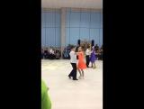 Саша и Полина танцуют медленный вальс )