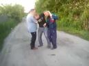 Пьяные мужики ведут друг друга домой, умора 18