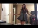 Веселая девчонка танцует без трусиков на вебку, голая писька , киска [ молодая у