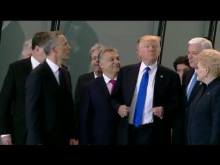 Трамп грубо отодвинул вставшего перед ним премьер-министра Черногории