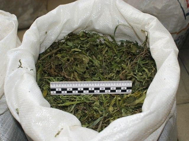 Под Таганрогом сотрудники угрозыска изъяли у гражданина наркотики в крупном размере